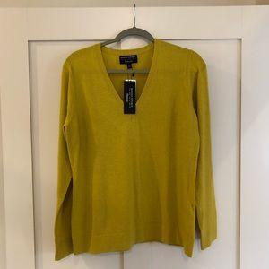 Banana Republic V-neck sweater 💕